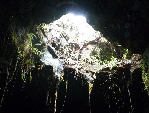 tunnels-de-lave-puit-de-lumiere